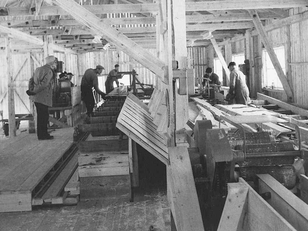 Alvdal Skurlag Produksjon i saghuset 1957